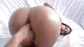 Insatiable brunette cutie Jada Stevens with large natural tits blows playmate and gets her delish love tunnel hammered hard