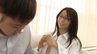 Seductive Ayumi Shinoda with large tits loves the large dangler that drills her