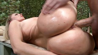 Glamor busty Devon Lee likes a good fuck almost as much as she likes to suck big rod