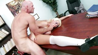 Tempting busty babe Summer Brielle likes to get down on her knees and suck dangler
