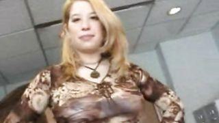 Aphrodisiac busty blonde girlfriend Taylor Marie gets a full muff treatment