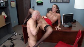 Appealing brunette darling Richelle Ryan with curvy tits gets her trimmed tang banged