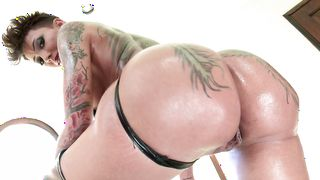 Awesome busty Bella Bellz loves drooling on big love rockets