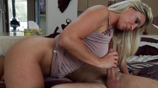 Staggering busty darling Devon Lee's cuch gets the full treatment