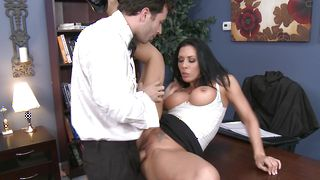 Wanton busty sweetie Rachel Starr expertly rides a python