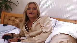 Experienced boyfriend plows inviting blonde bimbo Wivien with huge tits