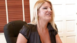 Sex appeal sweetheart Robbye Bentley with large tits getting her shaven honey pot plowed real deep