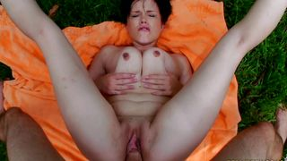 Aphrodisiac busty gal Veronica Wild drools on a large pecker