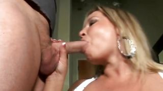 Lusty bombshell Rachel Love with curvy tits gets her yummy juice snatch eaten