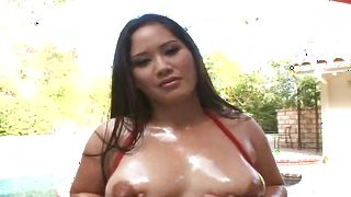 Dazzling brunette exotic Jessica Bangkok with round tits enjoys sucking a pulsating and hard fang