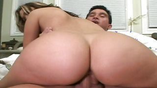 Beguiling Jenny Hendrix with big tits lets fellow fuck her brains out in the middle of the day