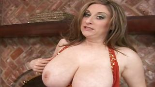 Topnotch busty girlie Kitty Lee knows how to pleasure a fuck stick