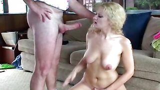 Admirable busty floozy Leena impales her trimmed slit on a hard dinky