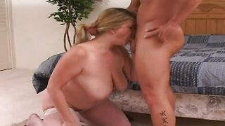 Passionate blonde Evelynn with curvy tits loves riding fat raging lever passionately