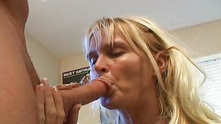 Kissing delightful busty blonde minx Rita wildly makes hunk hungry for more drilling